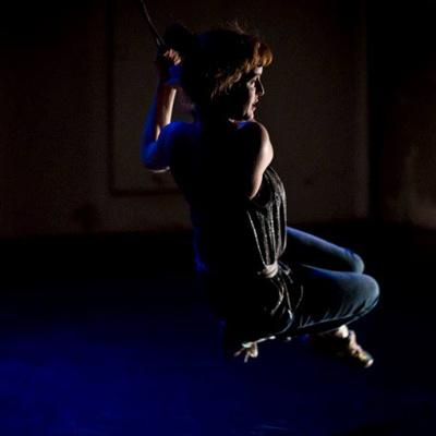 Vystudovala klasický tanec.