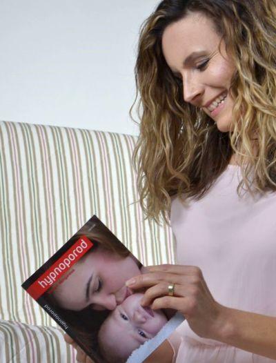 Matce, které se podaří porodit v klidu, se pak daří na dítě lépe napojit.
