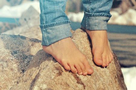 Bosé boty? Život pěkně od podlahy!