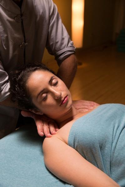 Koblinova metoda zenového dotyku je jemná a přitom přesná.